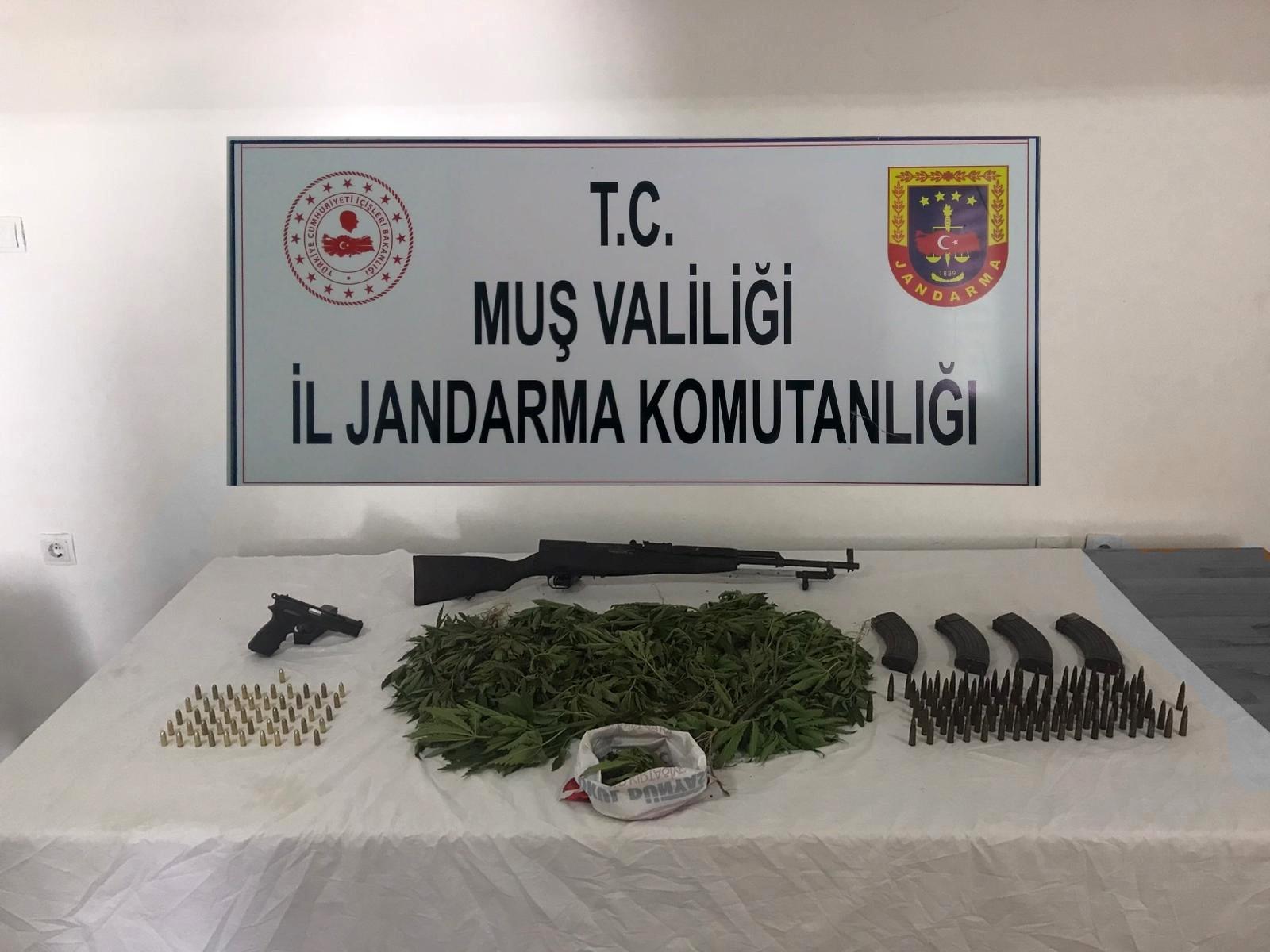 Muş'ta uyuşturucu ve silah kaçakçılığı operasyonu: 5 gözaltı