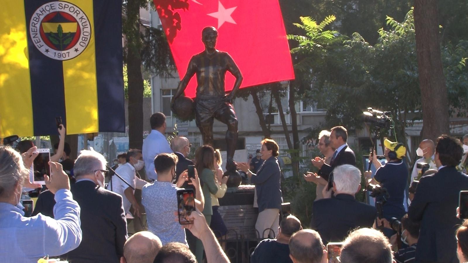 Kadıköy'de Can Bartu heykeli törenle açıldı