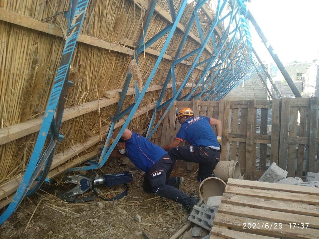 Ahır inşaatı çöktü, 150 koyun ve kuzu göçük altında kaldı