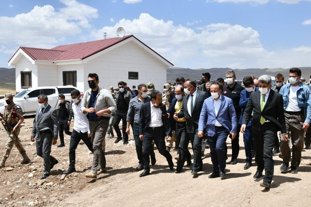 Bakan Yardımcısı Çataklı depremzedelerle bir araya geldi