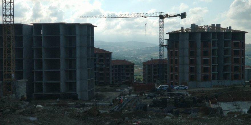 6. kattan düşen inşaat işçisi ağır yaralandı