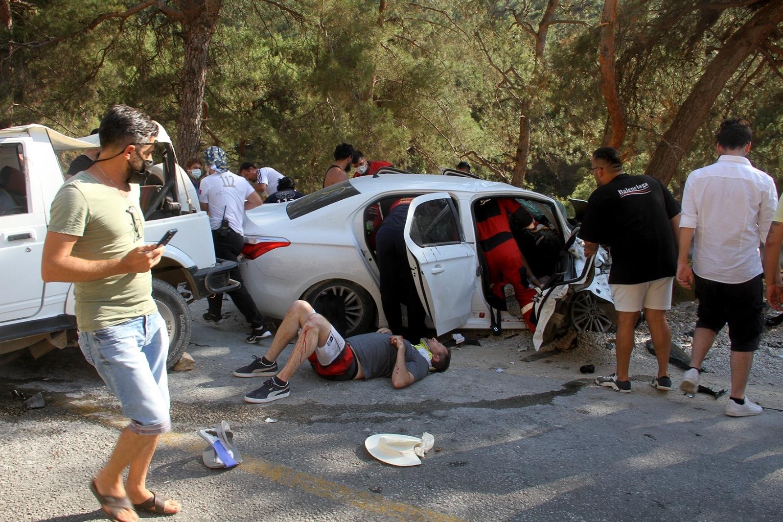 Fethiye'de Otomobil İle Cip Çarpıştı: 8 Yaralı
