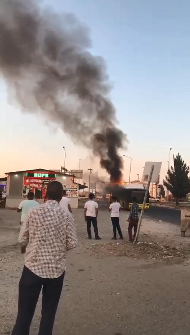 Diyarbakır'da Şehir İçi Toplu Taşıma Aracında Korkutan Yangın