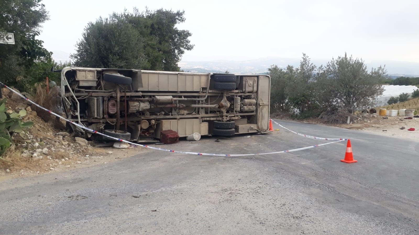 Mersin'de Tarım İşçilerini Taşıyan Midibüs Kaza Yaptı: 1 Ölü, 14 Yaralı