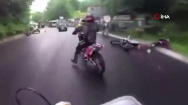 Manevra Yapan Motosiklet Ata Çarptı