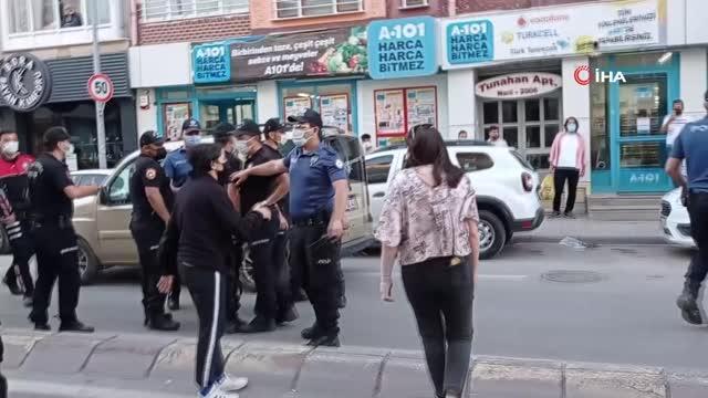 Sivas'ta olayı haber yapmaya çalışan Gazeteciye polisin jopla müdahalesi