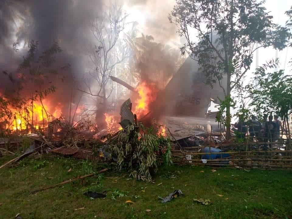 Filipinler'de 85 Kişiyi Taşıyan Askeri Uçak Düştü: 40 Kişi Kurtarıldı