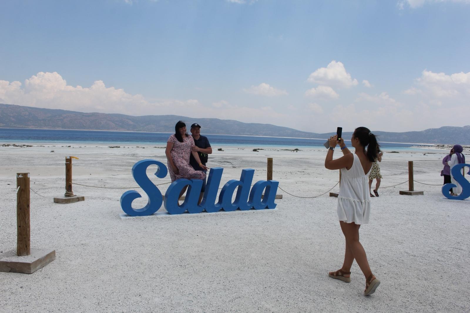 Salda Gölü'ne Normalleşmenin İlk Hafta Sonunda Ziyaretçi Akını