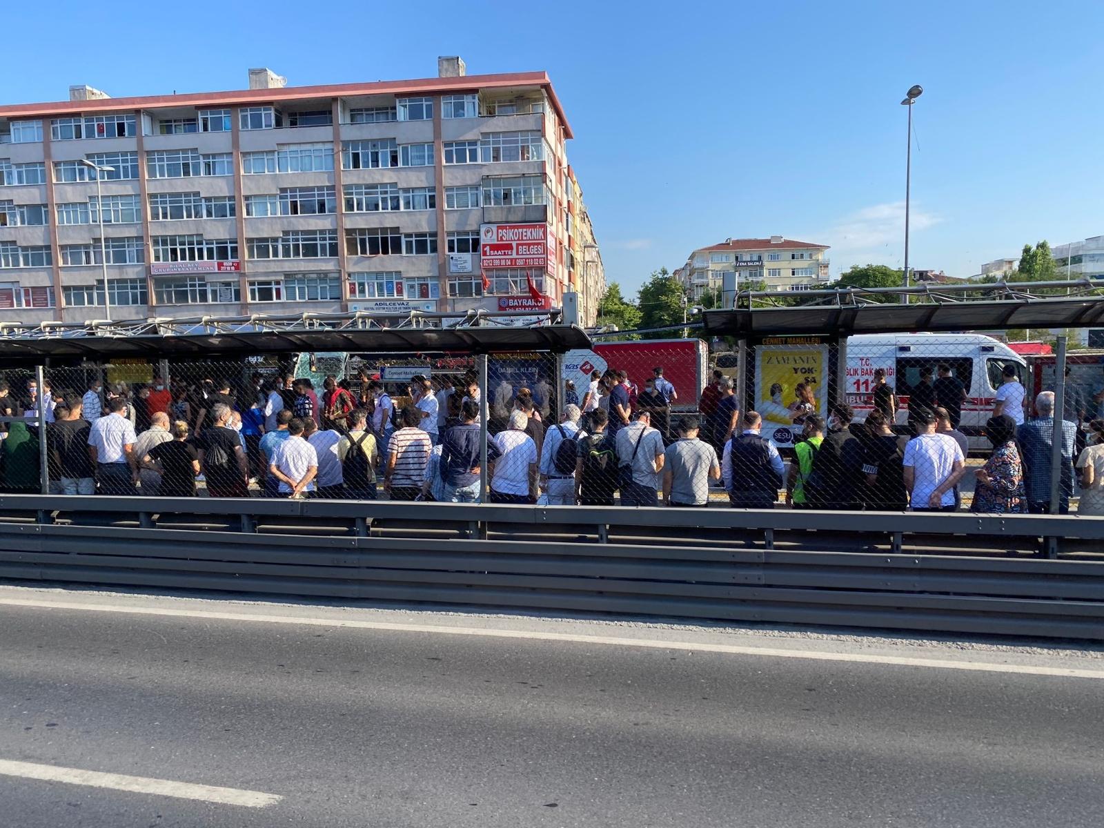 Küçükçekmece'de Metrobüs Kazası: 24 Yaralı