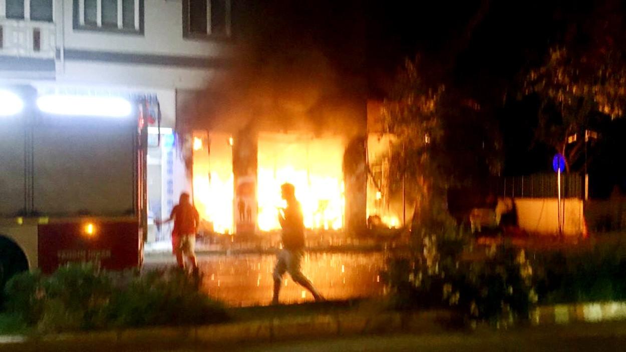 Yangında Dehşet Dakikaları Kamerada...Alevlerin içinden Böyle Çıktılar