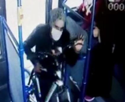 Çaldığı Bisikletleri Belediye Otobüsüyle Taşıyan Hırsız Kamerada