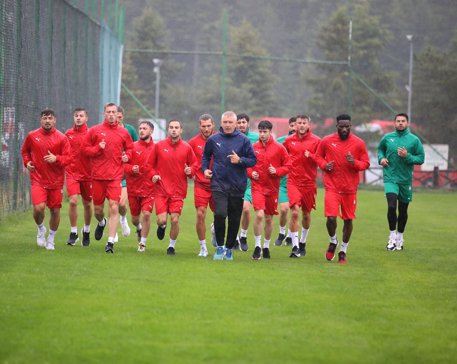 Sivasspor Yağmur Altında Çalıştı