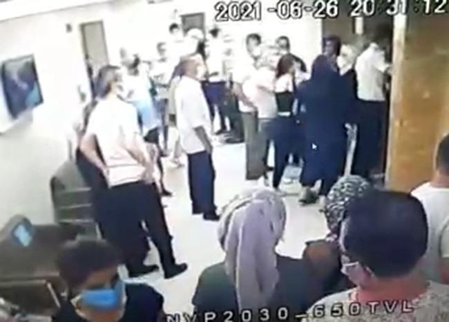 Özel Hastanede Asansöre Binme Kavgası