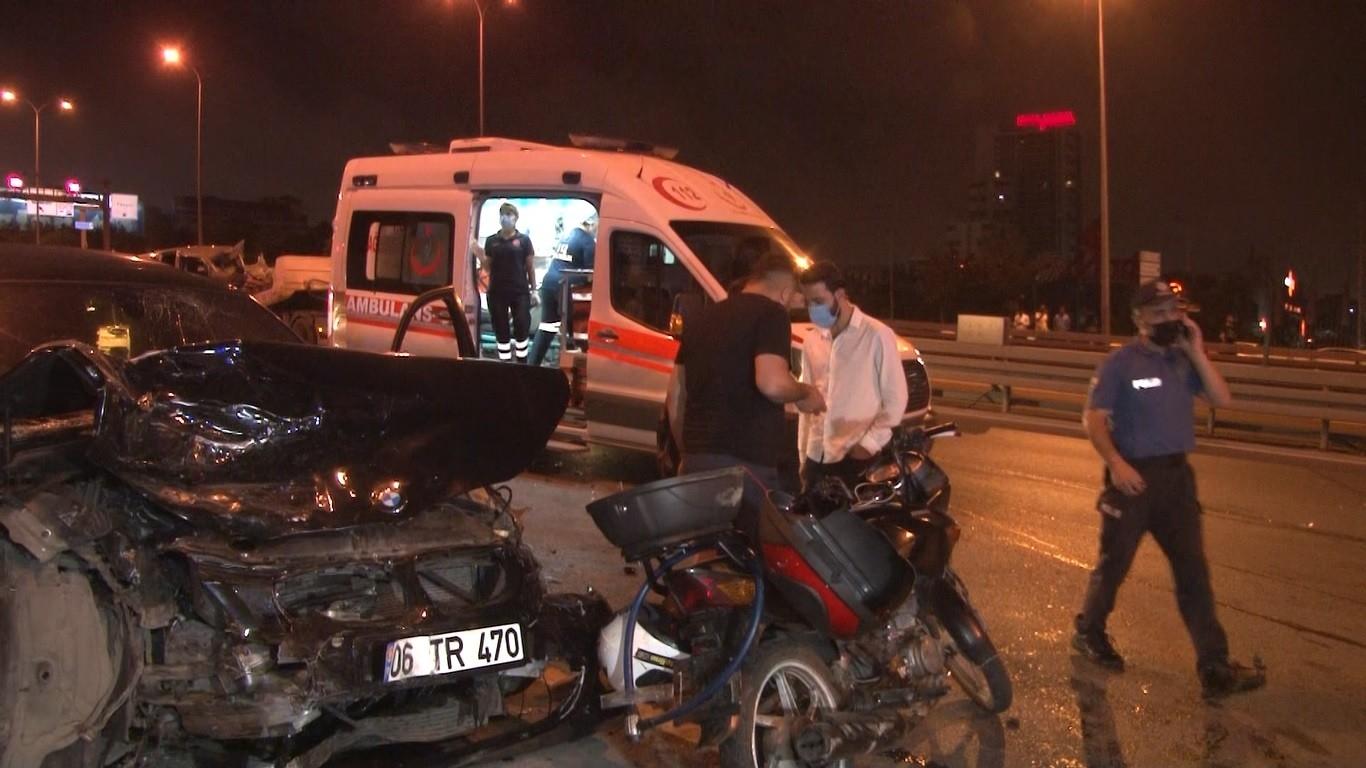 Kaza Yapan Sürücüye Yardım İçin Durdular, Kazaya Karıştılar: 5 Yaralı