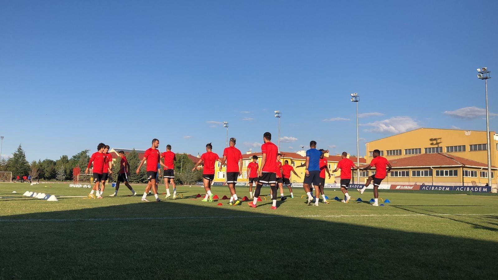 Kayserispor'da Sezon Hazırlıkları Sürüyor