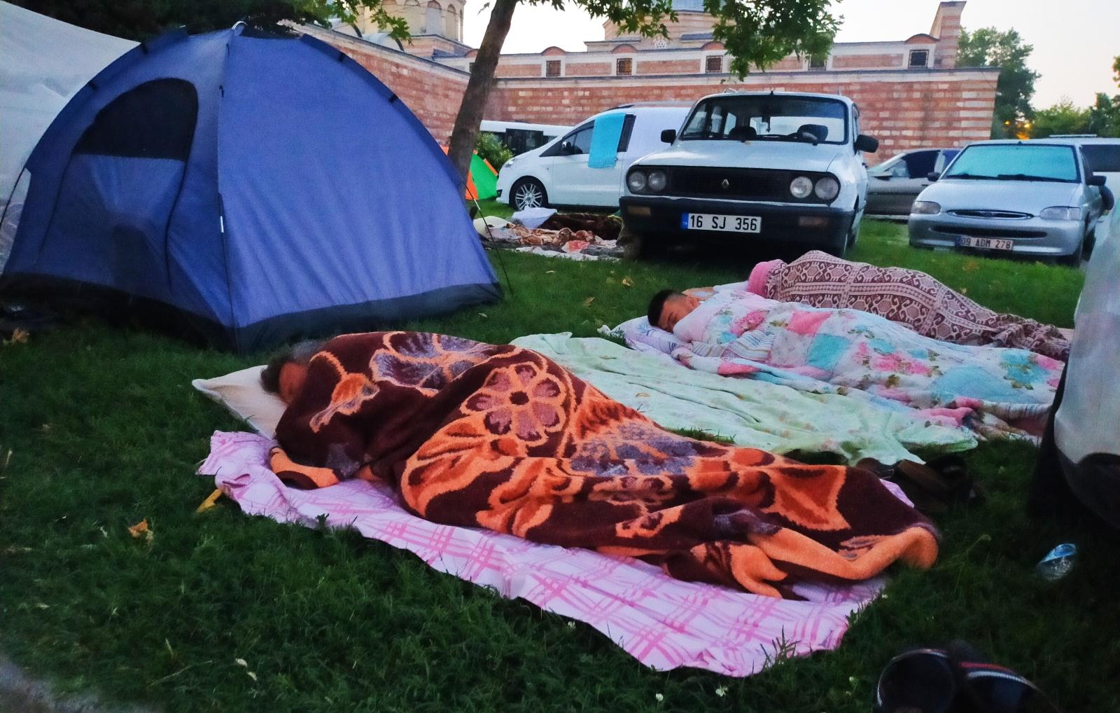 Otellerde Yer Bulamayan Güreş Sevdalıları, Meydanlarda Çadırlarda Uyudu