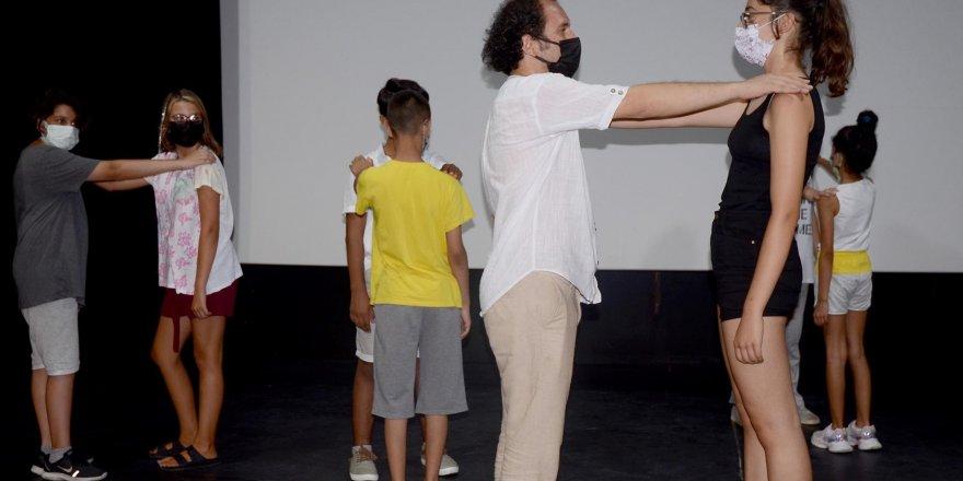 Kuşadası Belediyesi'nde 7'den 70'e Tiyatro Eğitimleri Başladı