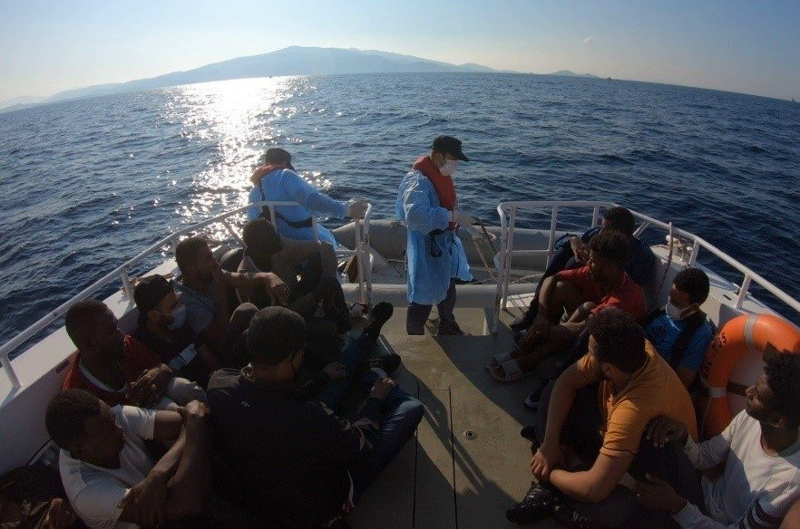 Yunanistan Tarafından Geri İtilen 15 Düzensiz Göçmen Kurtarıldı