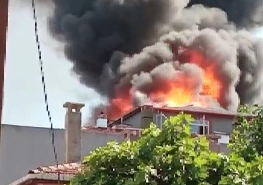 Ataşehir'de 4 Katlı Bina Alevlere Teslim Oldu