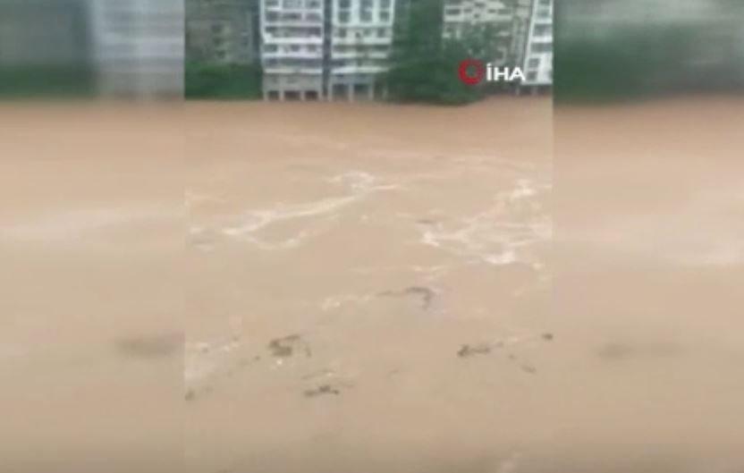 Çin'de Şiddetli Yağışlar Sele Neden Oldu