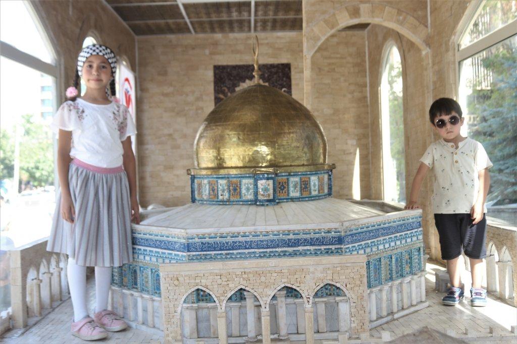 Minia Kudüs Tırına Yoğun İlgi