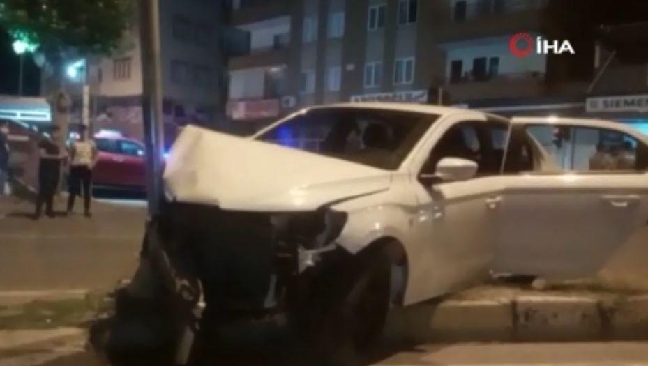 Gaziantep'te İki Otomobil Kafa Kafaya Çarpıştı: 4 Yaralı