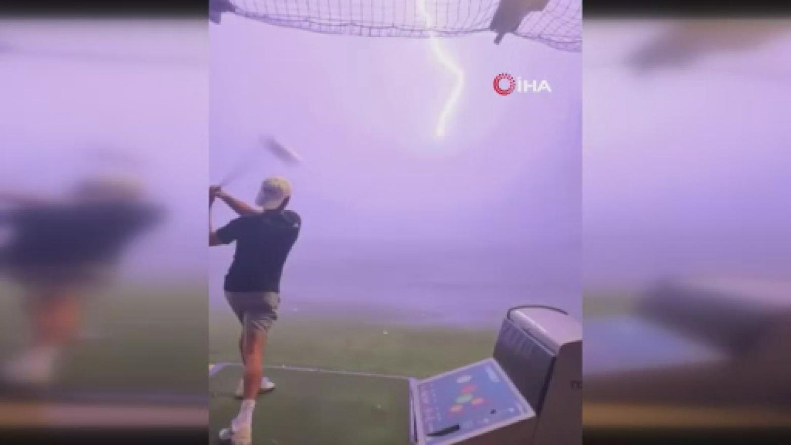 Milyonda Bir Olay: Havadaki Golf Topuna Yıldırım Çarptı