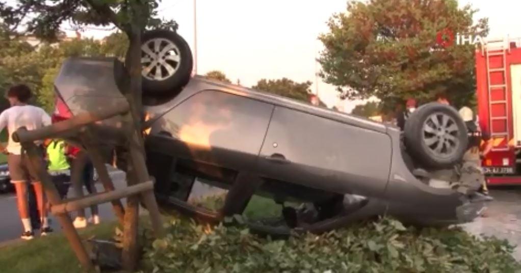 Pendik'te Otomobilin Sıkıştırdığı Araç Takla Attı: 6 Yaralı