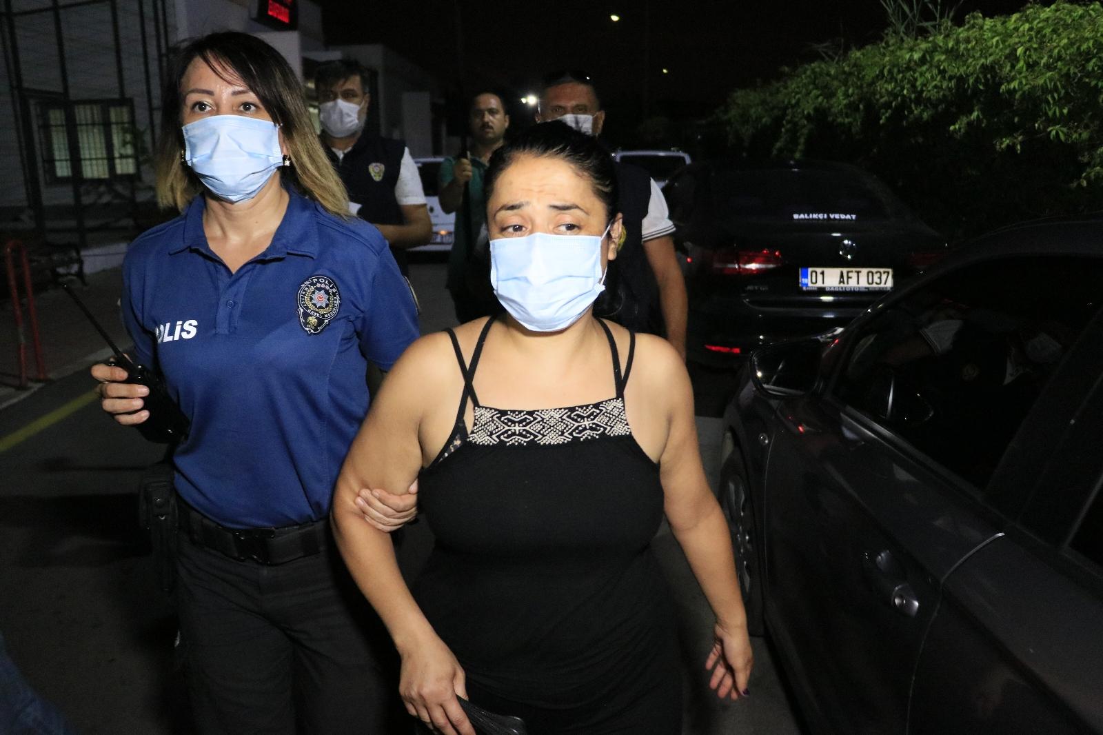 Türk Bayrağını İndirip Çöp Kutusuna Atan Kadın Yakalandı