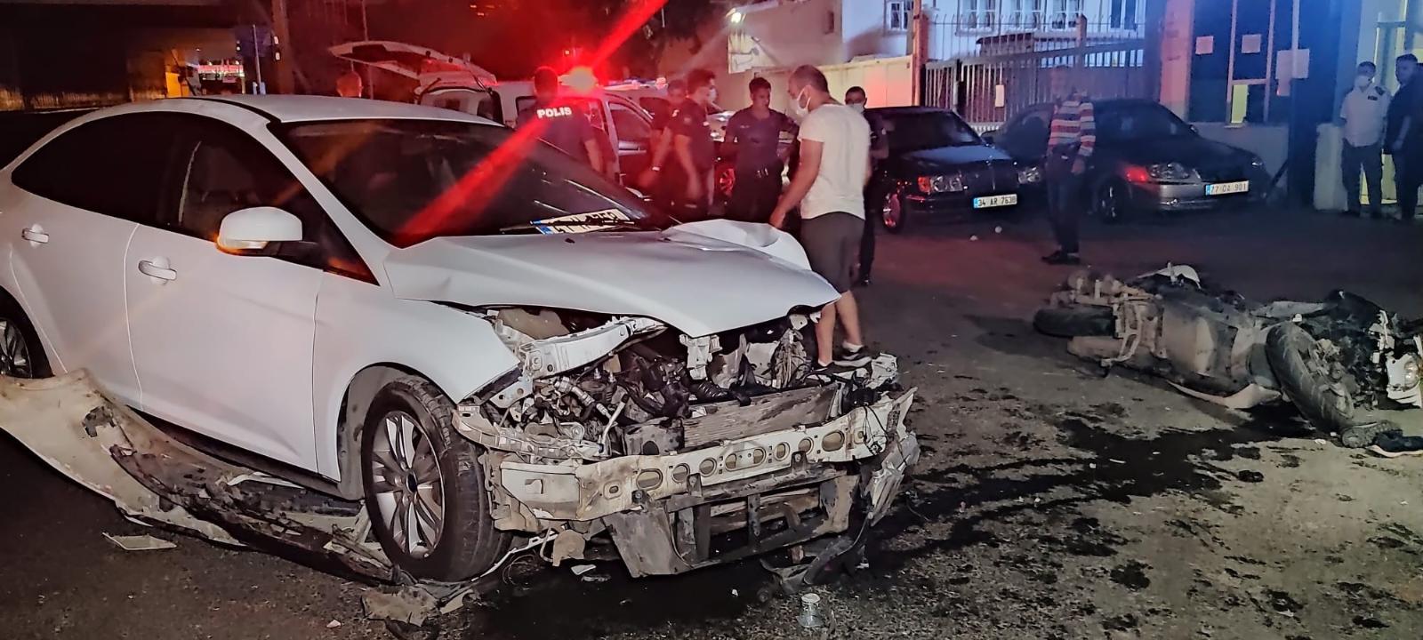 Gaziosmanpaşa'da Otomobil İle Motosiklet Çarpıştı: 1'i Ağır 2 Kişi Yaralandı
