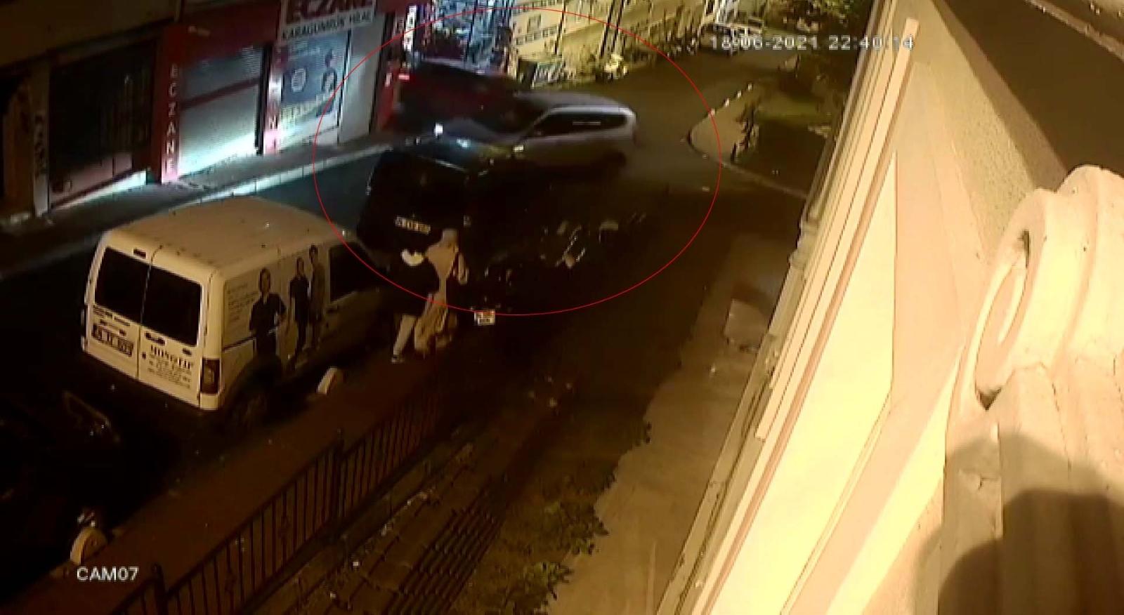 Fatih'te İki Aracın Çarpıştığı Kaza Kamerada