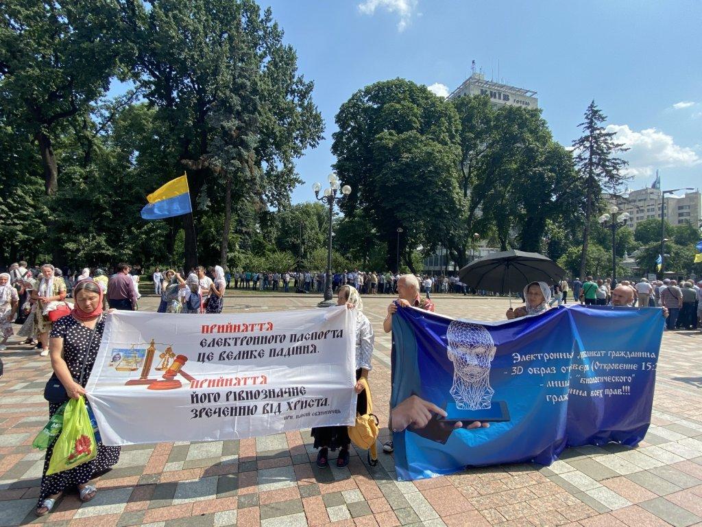 Ukrayna'da Zam İsteyen Gaziler Meclis Binasını Bastı