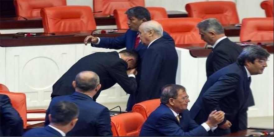 Akşener'den 'el öpme' tepkisi: Derhal İyi Parti'yi terk etsin!