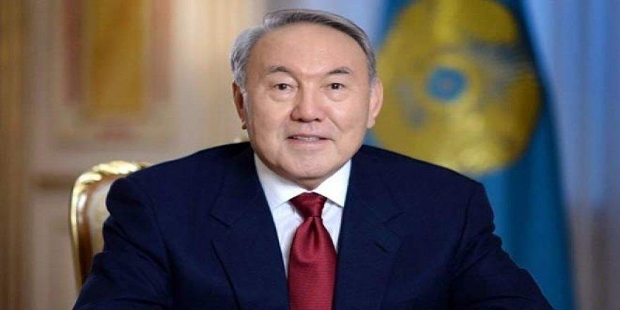 Devlet başkanlığından ayrılan Nazarbayev, ömür boyu ulusal lider olarak göreve devam edecek