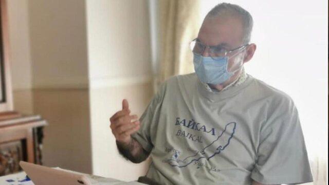 Hakkındaki iddiaların ardından ilk kez konuşan Deniz Baykal'ın giydiği tişört dikkat çekti