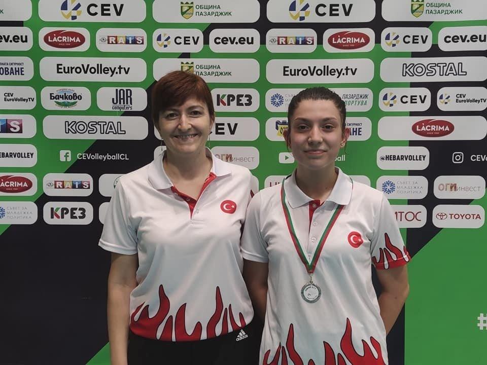 Milli Badmintoncu Ravza Bodur, Gümüş Madalyada Kaldı