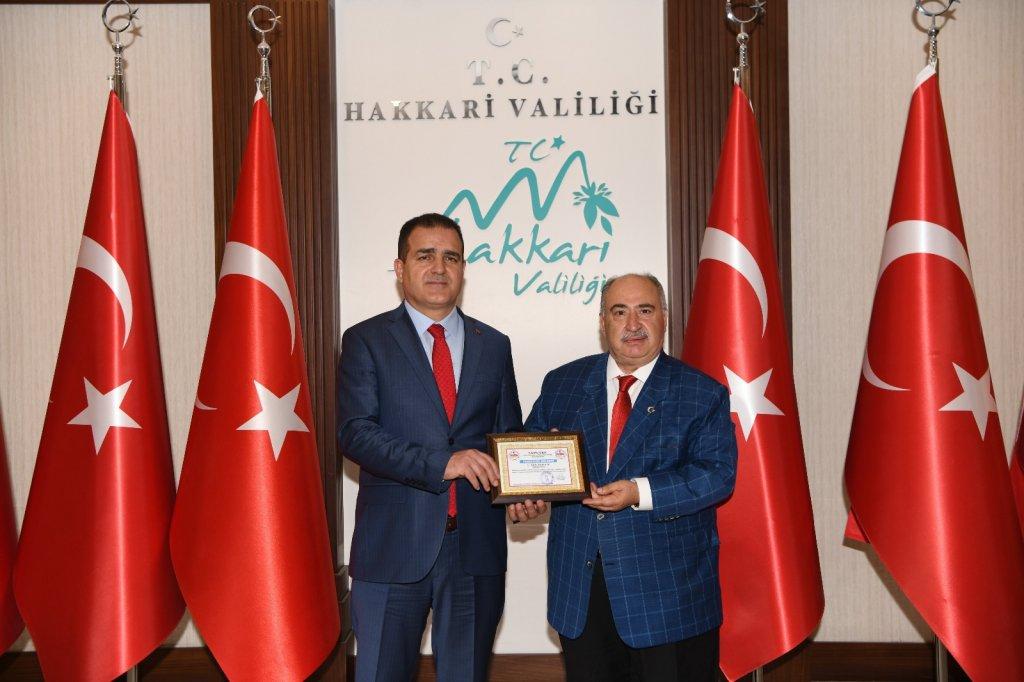 Hakkari Valisi Akbıyık 'Yılın En Başarılı Valisi' Ödülüne Layık Görüldü