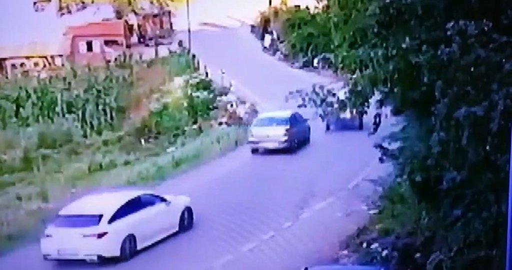 Otomobilin Pat Pata Çarpma Anı Güvenlik Kamerasında