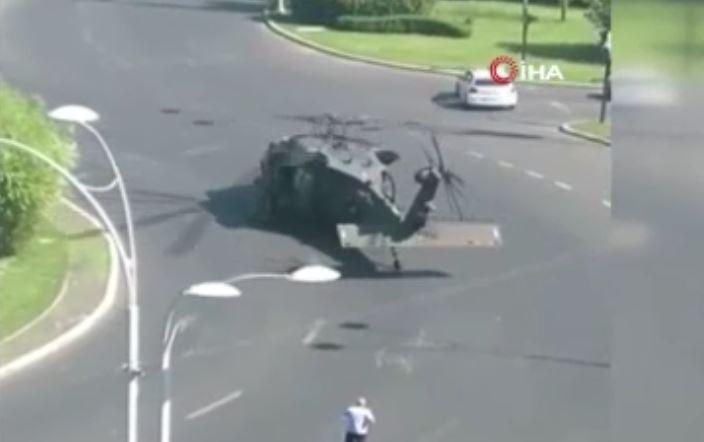 Askeri Helikopter, Trafiğin Ortasına Acil İniş Yaptı