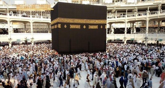 Mescid-i Haram'da İbadet Edenlere Ve İşçilere 12 Bin Şemsiye Dağıtıldı