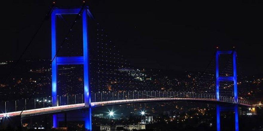 İstanbul'un kuleleri ve köprüleri, Dünya Su Günü için maviye büründü