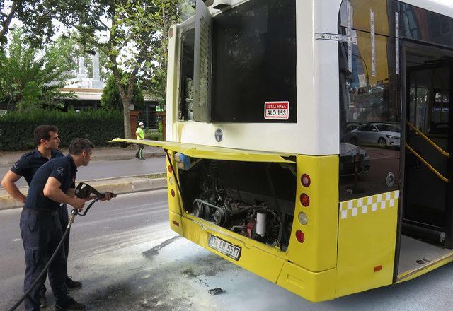 İstanbul'da özel halk otobüsünde yangın!