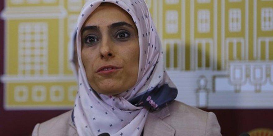 Ak Partili vekil Zehra Taşkesenlioğlu : Trenden inecekler haindir