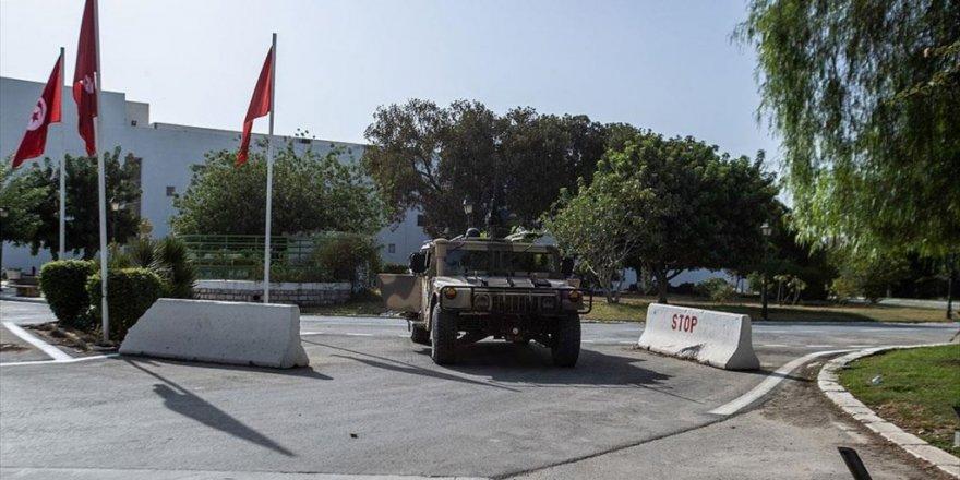 Tunus'ta 27 Ağustos Tarihine Kadar 19.00-06.00 Saatleri Arasında Sokağa Çıkma Yasağı İlan Edildi
