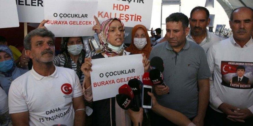 Diyarbakır Annesi Biçer Sevincini Diğer Annelerle Paylaştı