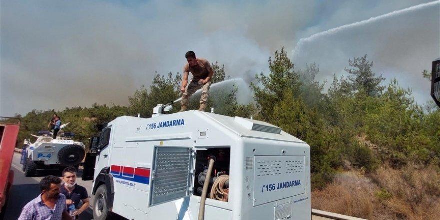 Yangının kontrol altına alındığı bölgede soğutma çalışmaları sürüyor