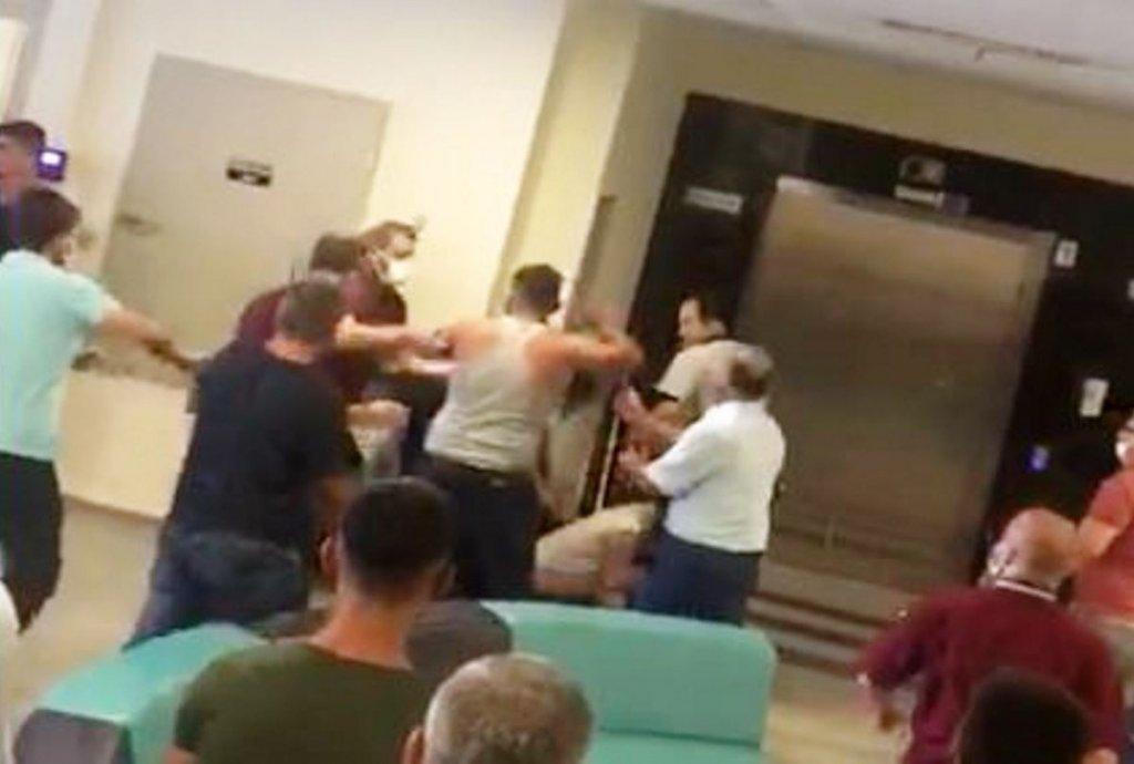 Hastanede Güvenlikçileri İle Vatandaşların Maske Kavgası