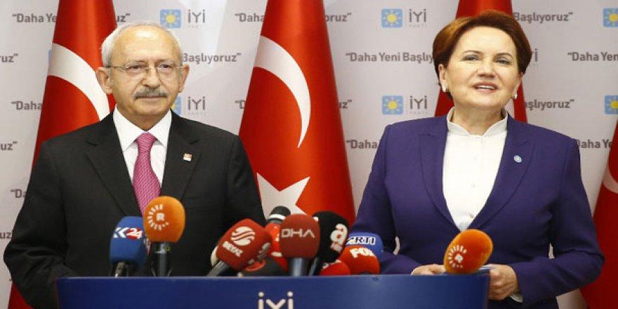 Akşener, Erdoğan için 'Evren'i bir fersah ileriye taşıdı' dedi, CNN Türk yayını kesti