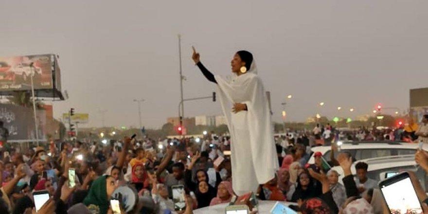 Sudan'da 'Kandaka' dirildi: Beşir'e karşı protestoların başını kadınlar çekiyor