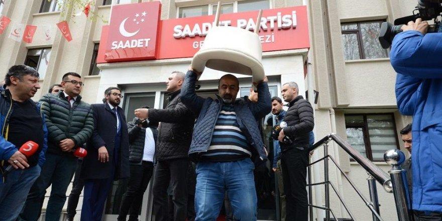 Saadet Partisi'nin genel merkez binası tahliye ediliyor
